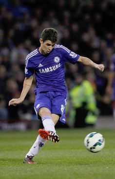 A supremely skilled team man Oscar. Chelsea Fc Players, Milan, Chelsea Football, Olympic Champion, West London, Embedded Image Permalink, Football Players, Soccer Ball, Ronaldo