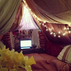 Ideas For Teen Girl Bedrooms Sleepover Fort, Fun Sleepover Ideas, Cool Forts, Awesome Forts, Indoor Forts, Diy Fort, Tumblr Bedroom, Teen Girl Bedrooms, Boho Pillows