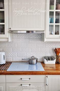 MUGAT - RIVOLI: Raspail Blanco - 10x20cm. | Revestimiento - Pasta Roja | VIVES Azulejos y Gres S.A simply about home: Serce domu / Kitchen / Ceramic Tiles / White Kitchen / Ikea / white induction cooktop