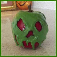 """Crow & Cauldron: A (Mostly) Vintage Halloween Blog: DIY """"Poisoned Apple"""" From Snow White"""