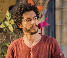 Martim (Lee Taylor) está desaparecido e Bento (Irandhir Santos) começa a investigar seu paradeiro, n... - Divulgação, Caiuá Franco/ TV Globo
