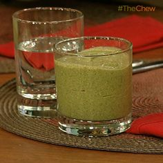 Daphne Oz's Chocolate Mint Chip Smoothie #TheChew