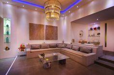 En #famille ou entre #amis, prenez du bon temps dans le #salon ouvert sur la #piscine...