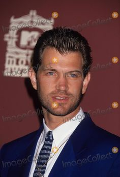 Loving the stubble - MTV Movie Awards Chris Isaak, Mtv Movie Awards, David Lynch, Sailor Et Lula, People Laughing, Good Looking Men, Prince Charming, Film, Beautiful Men