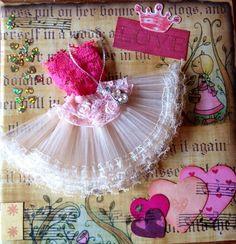 Caixinha em mdf revestida com papel para scrapbook e decorada com tecido,renda,flores,carimbos.