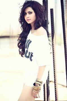 Sargun Mehta Bollywood Stars, Bollywood Fashion, Hot Actresses, Indian Actresses, Diva Fashion, Fashion Beauty, Indian Actress Photos, Tv Actors, Bollywood Celebrities