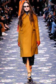Sfilata Rochas Parigi - Collezioni Autunno Inverno 2016-17 - Vogue