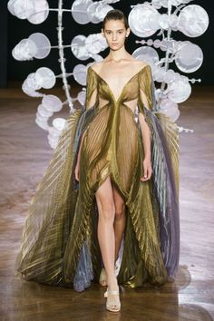 The Big Fall 2019 Haute Couture Week Breakdown: Iris Van Herpen Couture Week, Style Couture, Haute Couture Fashion, Fashion Week, Runway Fashion, Fashion Art, High Fashion, Autumn Fashion, Fashion Design