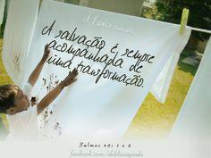 """""""Coloquei toda minha esperança no Senhor; ele se inclinou para mime ouviu o meu grito de socorro. Ele me tirou de um poço de destruição, de um atoleiro de lama; pôs os meus pés sobre uma rocha e firmou-me num local seguro. """" Salmos 40:1-2"""