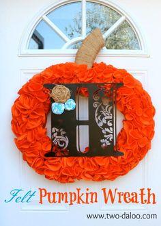 DIY Pumpkins Crafts : DIY  Felt Pumpkin Wreath DIY Fall Crafts DIY Halloween Decor