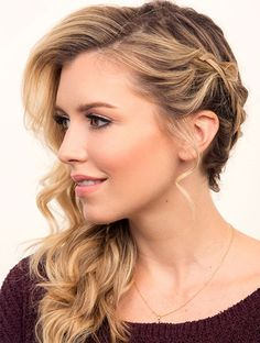 30 Prom Hairstyles to Look Beautiful on Prom Night Prom Hairstyles, Side Braid Hairstyles, Romantic Hairstyles, Pretty Hairstyles, Updo Side, Unique Hairstyles, African Hairstyles, Wedding Makeup For Brown Eyes, Wedding Hair And Makeup