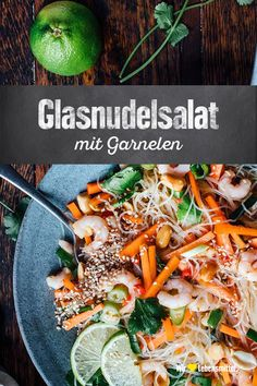 Glasnudelsalat mit Garnelen The glass noodle salad with shrimps tastes of the Far East and is quick and easy to prepare – perfect as a light dinner or at lunchtime in the office. White Rice Recipes, Rice Recipes For Dinner, Glass Noodle Salad, Pressure Cooker Rice, Rice On The Stove, Rice Side Dishes, Cooking White Rice, Beef And Rice, Potato Curry