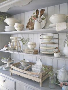 Home Decorating Ideas Tour a charming cottage full of ideas for decorating your home. Lots of vintage items and styles include French farmhouse, shabby chic, romantic and cottage. Home Decorating Ideas Shabby Chic Farmhouse, Shabby Chic Kitchen, Country Kitchen, Farmhouse Decor, Kitchen Decor, French Farmhouse, French Country, Kitchen Ideas, French Kitchen