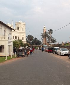 After almost 3 weeks in south India, we decided to visit Sri Lanka. It is so close to south India, the flights were cheap and we had never been so why not? Kandy We flew from Madurai to Colombo, the capital of Sri Lanka and...