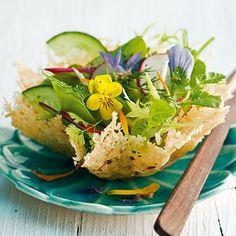 Frühlingssalat im Parmesankörbchen Rezept | Küchengötter