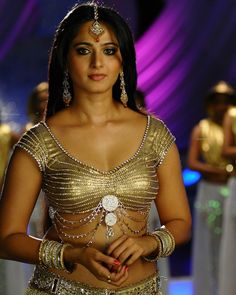 Extremely Hot Collections Of Anushka Shetty As Indian Actress She Recently Appeared In Singam 3 Movie As A Lead ROle She Has Given Her Best Hot Peerformance In Various Journals Of Cinema In Tollywood She Is The Ultimate Hot And Homely Actress Liked By Ev South Actress, South Indian Actress, Beautiful Indian Actress, Beautiful Actresses, Beautiful Ladies, Actress Anushka, Bollywood Actress, Anushka Shetty Saree, Anushka Photos
