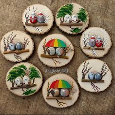Painted rocks on logs (mounted on wood slabs). Painted rocks on logs (mounted on wood slabs). She has a lot of really cute painted rocks Stone Crafts, Rock Crafts, Diy And Crafts, Arts And Crafts, Pebble Painting, Pebble Art, Stone Painting, Art Pierre, Wood Slice Crafts