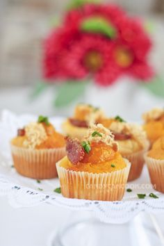 Bông lan trứng muối dạng cupcakes :X