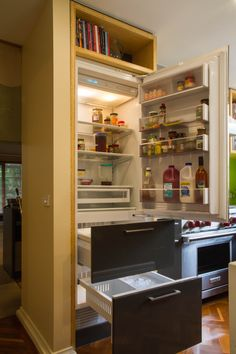 A compact, contemporary kitchen with high-end appliances, butler's pantry and home office desk. www.thekitchendesigncentre.com.au @thekitchen_designcentre Kitchen Butlers Pantry, Butler Pantry, Small Home Office Desk, Cookbook Storage, Overhead Storage, Functional Kitchen, Desk Space, Compact, Kitchen Design