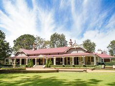 Gabbinbar Homestead is located in Toowoomba. It is an exclusive use wedding venue offering a garden setting Farm Lifestyle, Old School House, Rural House, Queenslander, Country Style Homes, Country Estate, Facade House, House Front, Future House