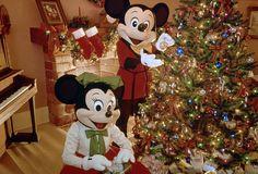 Vintage+Walt+Disney+World:+Mickey+&+Minnie+Trimming+the+Tree