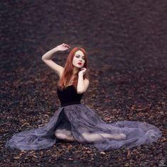 Modèle : Hannah Wolf Photographie : Cyril Sonigo ,www.cyrilsonigo.com #Modèle #Model #Rousse #Robe #bijoux #Cheveux #Redhead #Girl #Photographie #CyrilSonigo #Photographe #Portrait #Conte #Romantisme #Fineart #Art