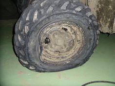 Prevalený jeden, z troch diskov starého Grizzly 700 po prebehnutí cez elektrický betónový stĺp ležiaci na zemi. Tento incident mal za následok pochybnosti, či sa sa nejaká skrytá závada na nápravách neprejaví až na preteku. Starý Grizzly 700 išiel nakoniec  na pretek, iba ako záložný stroj.