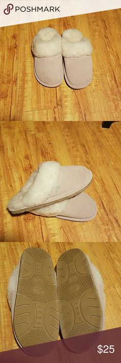 LAMO Womens Slippers XL Lamo Women slippers. Never worn and in excellent condition. Lamo Shoes Slippers