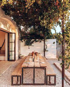 Outdoor Couch, Outdoor Dining, Outdoor Spaces, Outdoor Decor, Outdoor Pergola, Porches, Iron Pergola, Modern Outdoor Furniture, Pergola Designs