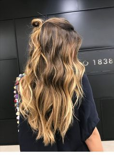 Hellbraunes Haar – Looks und Ideen … Light Brown Hair Looks and Ideas – – Farbige Haare Brown Hair Tones, Brown Hair Balayage, Brown Hair With Highlights, Brown Blonde Hair, Light Brown Hair, Brown Hair Colors, Brunette Hair, Dark Hair, Caramel Balayage