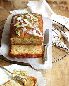 A Moist Buttermilk Banana Bread with sweet 'n sour Lime Drizzle and Coconut Shavings. Lime Recipes, Coconut Recipes, Banana Bread Recipes, Real Food Recipes, Dessert Recipes, Bread Cake, Dessert Bread, Breakfast Dessert, Buttermilk Banana Bread