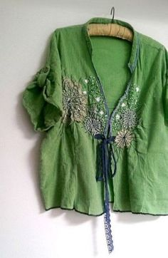 Green Jacket Vintage Doily Lace Blouse by AllThingsPretty on Etsy Mode Hippie, Hippie Boho, Bohemian Style, Boho Chic, Estilo Hippie Chic, Estilo Boho, Mode Mori, Look Boho, Altered Couture