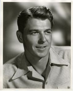 Ronald Reagan, actor & future president of the U. - It's always kind of startling when you realize old people were hot when they were younger. Hollywood Actor, Golden Age Of Hollywood, Hollywood Stars, Classic Hollywood, Old Hollywood, 40th President, President Ronald Reagan, Nancy Reagan, Westerns
