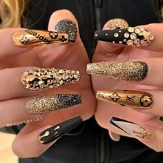 Gorgeous coffin nails design will attract the attention of every lady! There is no doubt about this. let's take a look at the most beautiful coffin nails we have organized to verify it. Bling Acrylic Nails, Best Acrylic Nails, Bling Nails, Swag Nails, Glitter Nails, Coffin Nails, Edgy Nails, Dope Nails, Stylish Nails