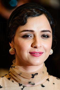 Taraneh Alidoosti on the red carpet  Cannes 2016  YekFun