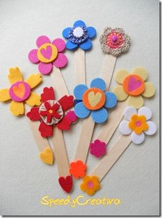 Felt bookmarks with Popsicle sticks by vera Popsicle Stick Crafts, Craft Stick Crafts, Felt Crafts, Easy Crafts, Crafts For Kids, Arts And Crafts, Popsicle Sticks, Felt Bookmark, Bookmarks Kids