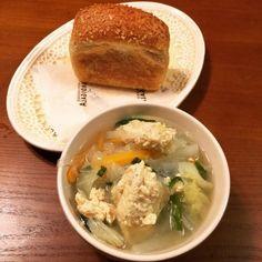 とり豆腐のだんごにレモン塩をきざんでまぜこんでみたら爽やか 東京駅のBURDIGALAで買ったカレーパンで簡単夕食。 ミニミニ食パンかたのカレーパンってかっこかわいい❤️ - 51件のもぐもぐ - 鶏団子春雨スープ by nahokotanaq3W