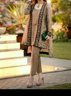 Latest Stitching Styles Of Pakistani Dresses 2019 Pakistani Gowns, Pakistani Fashion Party Wear, Pakistani Dresses Casual, Pakistani Dress Design, Casual Dresses, Latest Pakistani Fashion, Stylish Dresses For Girls, Stylish Dress Designs, Designs For Dresses