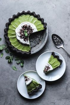 Matcha mint grasshopper pie, vegan and nut-free.