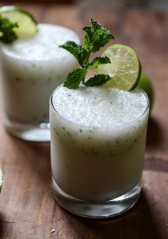 Frosty Coconut Mojitos | howsweeteats.com