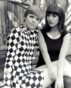 Vintage Dresses mod girls (black dress look) 60s And 70s Fashion, Mod Fashion, White Fashion, Vintage Fashion, Fashion Women, Fashion 2018, Op Art, Style Année 60, Mods Style