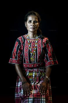 Higaonon tribe women leader Bayi Adelfa Belayong, lost a daughter, husband and brother because they refused to give up their land and community to mining. Tribal Outfit, Tribal Costume, Folk Costume, Costumes, Philippines Culture, Filipino Tattoos, Mindanao, Jewelry Patterns, Suits You
