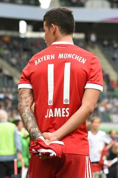 James Rodriguez y su debut en el Bayern Munchen James Rodriguez, Champions, Football Soccer, Football Players, Making The Team, Football Pictures, Cristiano Ronaldo, Real Madrid, Athlete