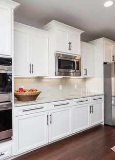 Small Kitchen Makeover How fresh the kitchen space feels! Off White Kitchens, White Kitchen Appliances, Refacing Kitchen Cabinets, Bright Kitchens, Cool Kitchens, White Shaker Kitchen Cabinets, Shaker Style Cabinets, Rustic Kitchens, Cabinet Refacing