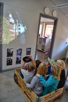 Speed - roller coaster ride on the projector: Light and sound Reggio Emilia, Play Spaces, Learning Spaces, Play Based Learning, Early Learning, Emergent Curriculum, Inspired Learning, Classroom Environment, Classroom Inspiration