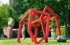 NordArt 是北歐重要的藝術展覽,由舊鑄鐵廠改建的美術館包括22,000m2的室內展場與60,000m2的室外展場