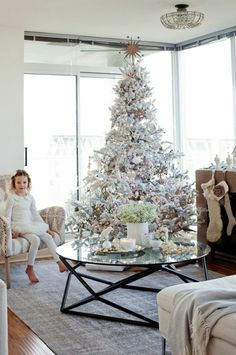 I do not hate the white tree. It actually looks very nice, but I will never be able to not have a real green pine tree! Unless of course it's a palm tree. ;)
