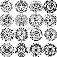 um conjunto de belas mandalas e círculos de laço