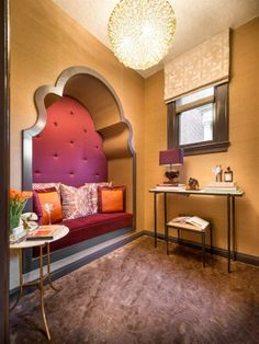 In the San Francisco Decorator Showcase 2014 Powder Room and Lounge, designer Kristi Will interpreted on the timeless glamour of San Francisco decor from the past with a rich and crisp modern touch.