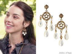 "fashion-of-reign: In episodes (""Fated""), (""Royal Blood""), (""The Prince of the Blood"") and (""The Price"", pictured) Queen Mary wears these sold out Stephen Dweck Mother-of-Pearl Earrings. Reign Fashion, Fashion Tv, Fashion Beauty, Isabel Tudor, Reign Season, Reign Tv Show, Reign Dresses, Tv Show Outfits, Fandom Jewelry"